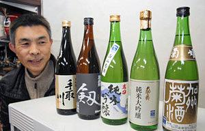 白山菊酒SAKEまつりで飲み比べできる五つの蔵元の酒=白山市内で