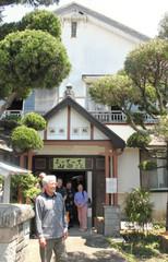 「地域の憩いの拠点に」と、模様替えされた旧山田医院=西伊豆町で