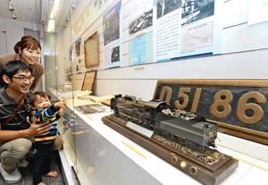 精巧なD51の模型などが人気の特別展会場=名古屋市港区のリニア・鉄道館で