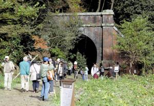 愛岐トンネル群が公開された昨秋の様子=春日井市で