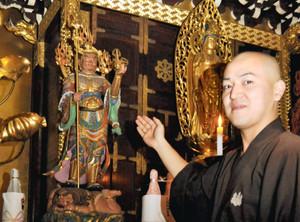 津観音寺にある七福神の1つ、毘沙門天=津市大門で