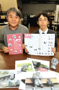 鍾馗さんMAPを製作した尾田代表(左)と鈴木さん=彦根市小泉町で