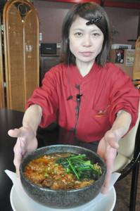 近江牛をじっくり煮込んで作った近江牛湯麺=彦根市旭町の「中華料理龍鱗」で