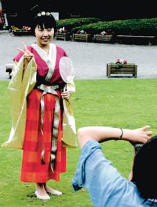 期間中着られる奈良時代の装束=大津市瀬田南大萱町の県埋蔵文化財センターで(県文化財保護協会提供)