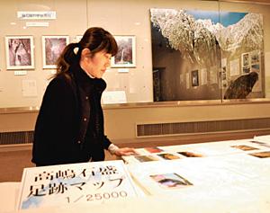 故高嶋石盛さんを紹介する展示会=黒部市歴史民俗資料館で
