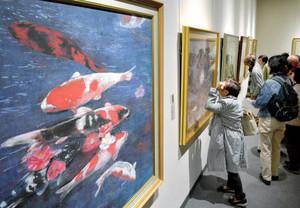 表現豊かな日本画の作品が並ぶ会場=名古屋・栄の松坂屋美術館で