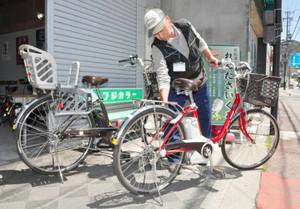 観光客らに貸し出している電動アシスト自転車=下諏訪町で