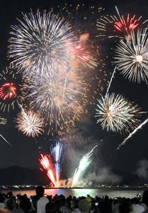 昨年のびわ湖大花火大会=大津市におの浜で