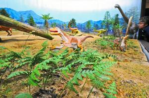 発掘された化石を基に再現された白亜紀前期における勝山のジオラマ=勝山市の県立恐竜博物館で