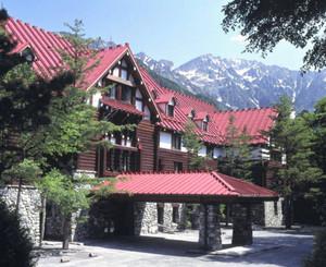 10月で開業80周年を迎える上高地帝国ホテル=松本市安曇で(帝国ホテル提供)