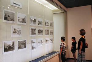 かつて地元で起きた台風被害を伝える特別展=桑名市長島町の輪中の郷で