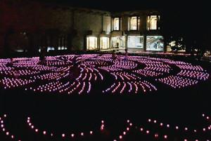 LEDの光で一帯を幻想的な雰囲気に包む「かがやきナイトミュージアム」=県輪島漆芸美術館で