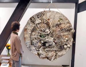 米国誌「ライフ」で紹介された小野忠弘さんの「アンチプロトン」=福井市のギャラリーAXIS6917で