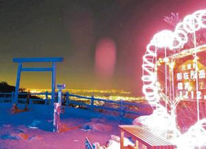 山上を彩るイルミネーション=菰野町の御在所岳で