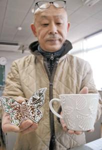 「ロイヤルアイシング」を応用して「デコ盛」を施された陶板とマグカップ=能美市寺井町で