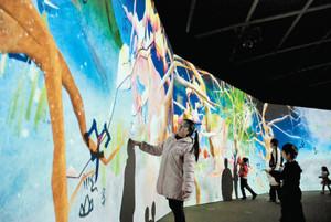 デジタル技術を駆使したイベント「学ぶ!未来の遊園地」を楽しむ子どもたち=桑名市長島町浦安のナガシマスパーランドで