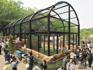 一般公開が始まったハクトウワシ舎=名古屋市千種区の東山動物園で