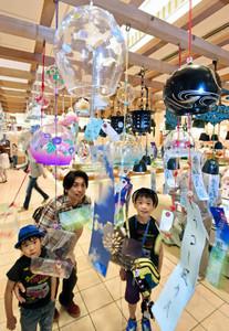 涼やかな音を響かせ、訪れた人たちを癒やす風鈴=福井市のプリズム福井で