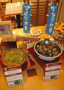 伝統野菜の料理を提供するホテルの朝食バイキング=大津市で
