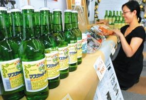 会場に搬入された岩手県産の特産品=静岡市葵区で