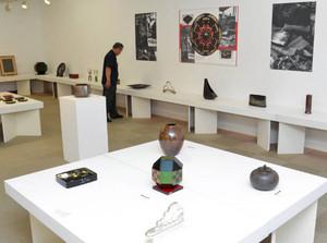 「高岡の人間国宝」と呼ばれる職人、作家らの94点が並ぶ高岡巧美会展=高岡市美術館で
