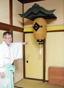 復元され、高岡関野神社に保管されているちょうちん台=高岡市末広町で